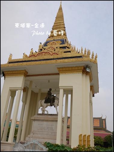 05-018-金邊皇宮-諾羅敦國王騎馬雕像.jpg