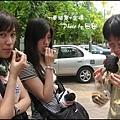 10-002-金邊塔山寺-小吃試吃-ann和eva和kay  by 田田.jpg