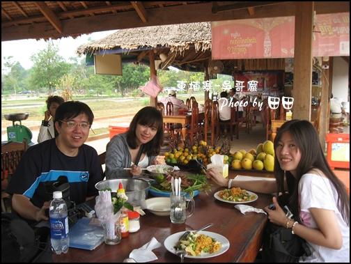 05-008-吳哥窟-早午餐-brian和ann和eva by田田.jpg