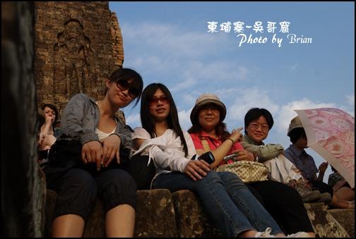 09-035-吳哥窟-變身塔看日落-ann和eva和田田和kay by brian.jpg