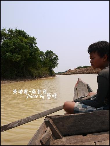 08-017-吳哥窟-空邦魯-沉思男孩.jpg