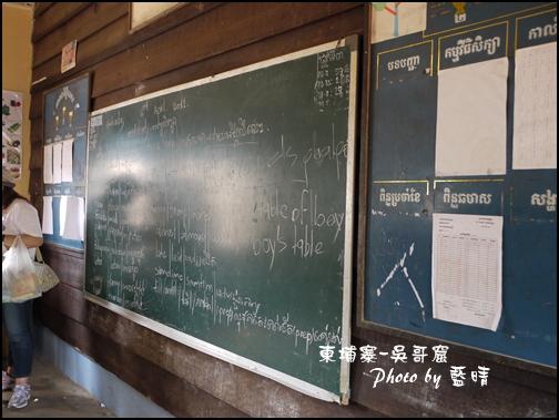 08-040-吳哥窟-空邦魯學校-發放物資.jpg