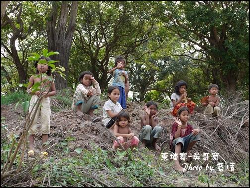 08-042-吳哥窟-空邦魯部落小朋友.jpg