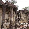 08-008-吳哥窟-大象台-大象抓蓮花.jpg