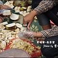 03-007-吳哥窟-達松寺-咬一口噴好多汁水果.jpg
