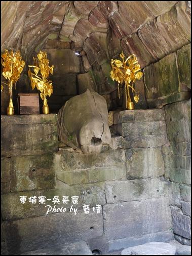 04-011-吳哥窟-龍蟠宮-石造馬頭.jpg
