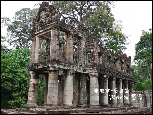 06-028-吳哥窟-寶劍塔-罕見的兩層樓構造-傳說中圖書館.jpg