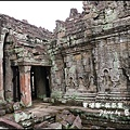 06-035-吳哥窟-寶劍塔-被削鑿掉的佛佗像.jpg