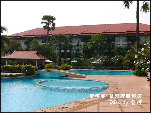 01-010-柬埔寨皇宮渡假飯店泳池.jpg
