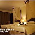 02-001-柬埔寨皇宮渡假飯店晚上房間.jpg
