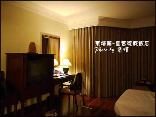 02-002-柬埔寨皇宮渡假飯店晚上房間.jpg