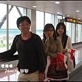 06-002-抵達台灣機場-brian和ann和eva by 田田.jpg