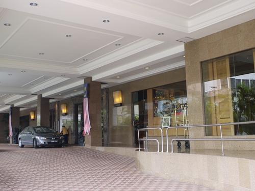 014-5美華大酒店門口