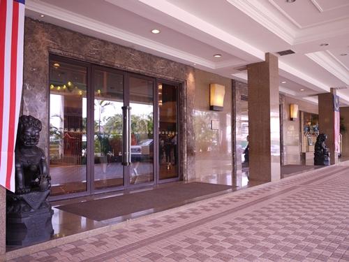 014-6美華大酒店門口