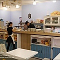 Rainbow Waffle cafe-08.jpg