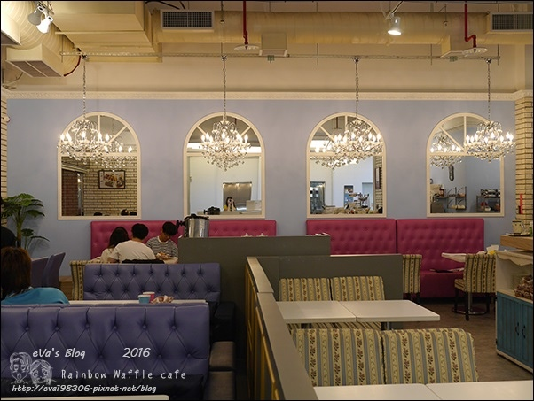 Rainbow Waffle cafe-09.jpg