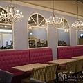 Rainbow Waffle cafe-11.jpg