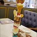 Rainbow Waffle cafe-29.jpg