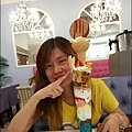 Rainbow Waffle cafe-39-1.jpg