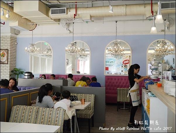 Rainbow Waffle cafe-06.jpg