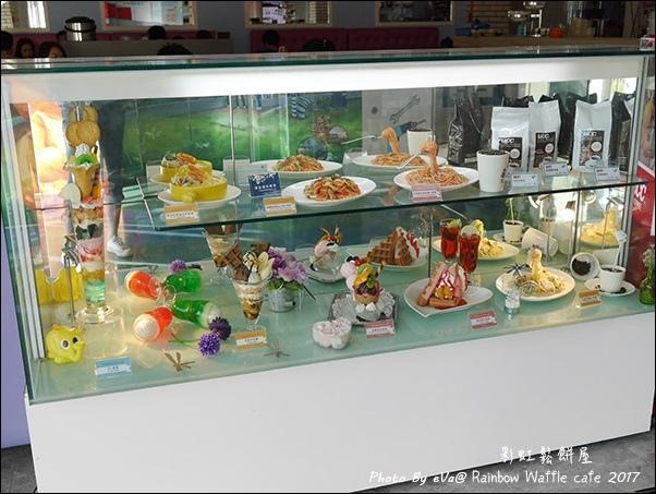 Rainbow Waffle cafe-03.jpg