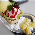 Rainbow Waffle cafe-34.jpg