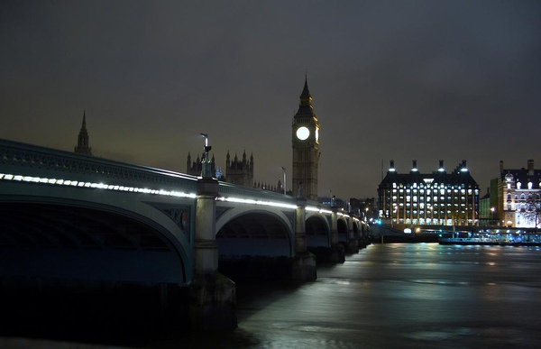 Sleeping Big Ben - Westminster bridge.jpg