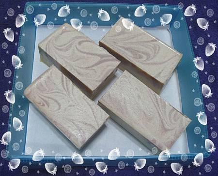 1010520甜杏鮮乳潔膚皂-1