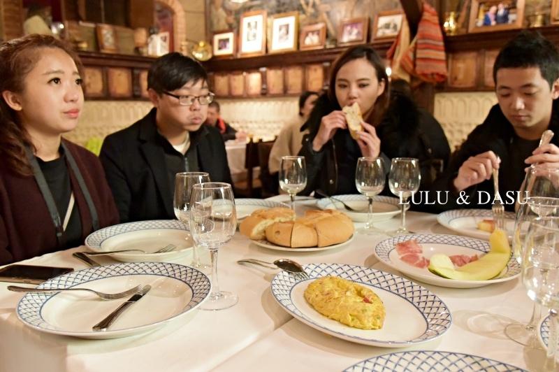 西班牙馬德里周邊古城景點賽歌維亞水道橋百年烤乳豬店賽哥維亞美食餐廳
