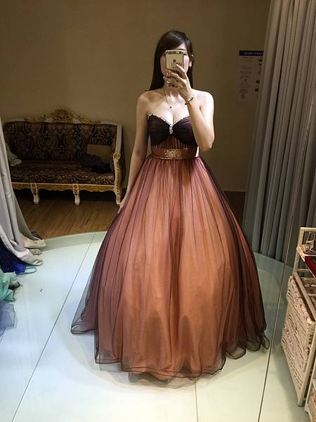 婚紗禮服試穿@高雄婚紗工作室