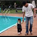 旁邊泳池有小童池喔 (90CM深)