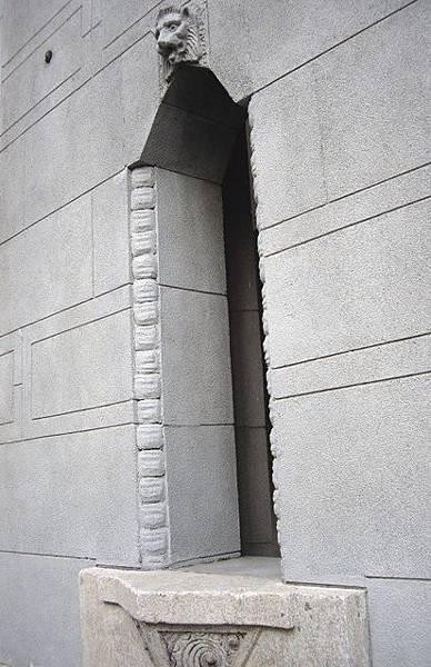土銀的牆洞.JPG