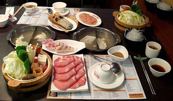 魚麵豬肉鍋