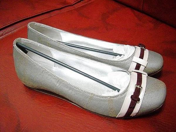 原價兩千多的鞋.JPG