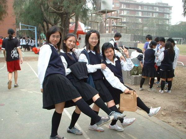 看我們的大腿舞!