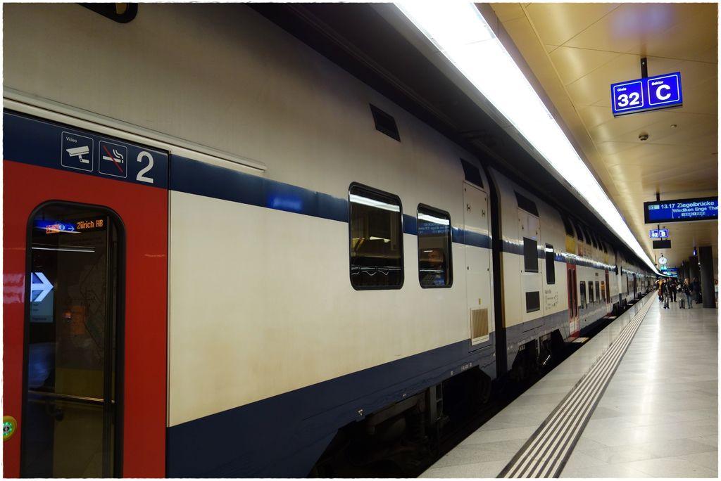 交通-蘇黎世機場搭火車-6.JPG