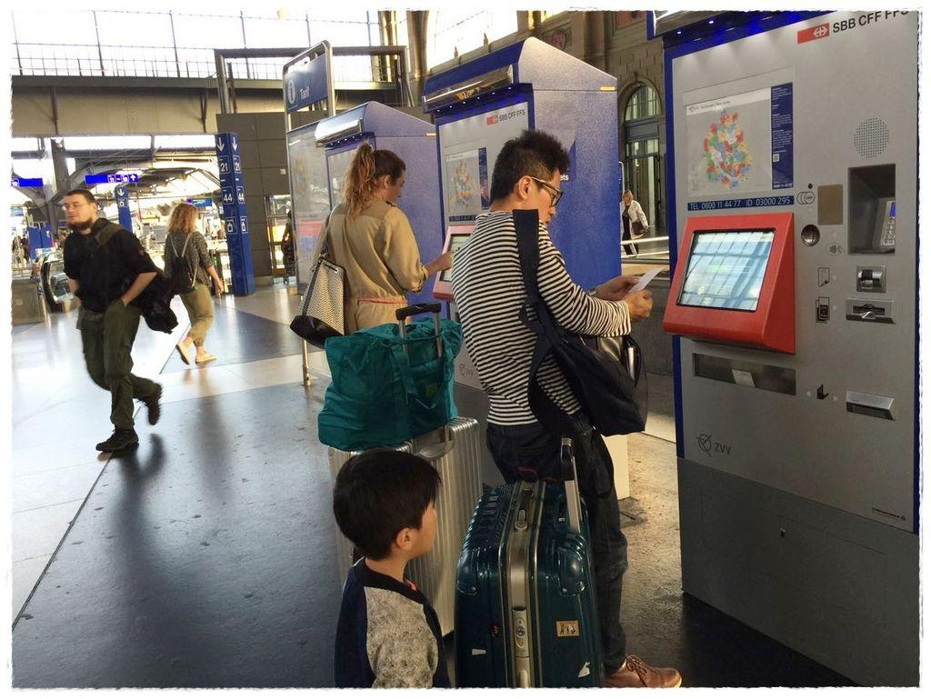 交通-蘇黎世中央車站買車票-1.jpg