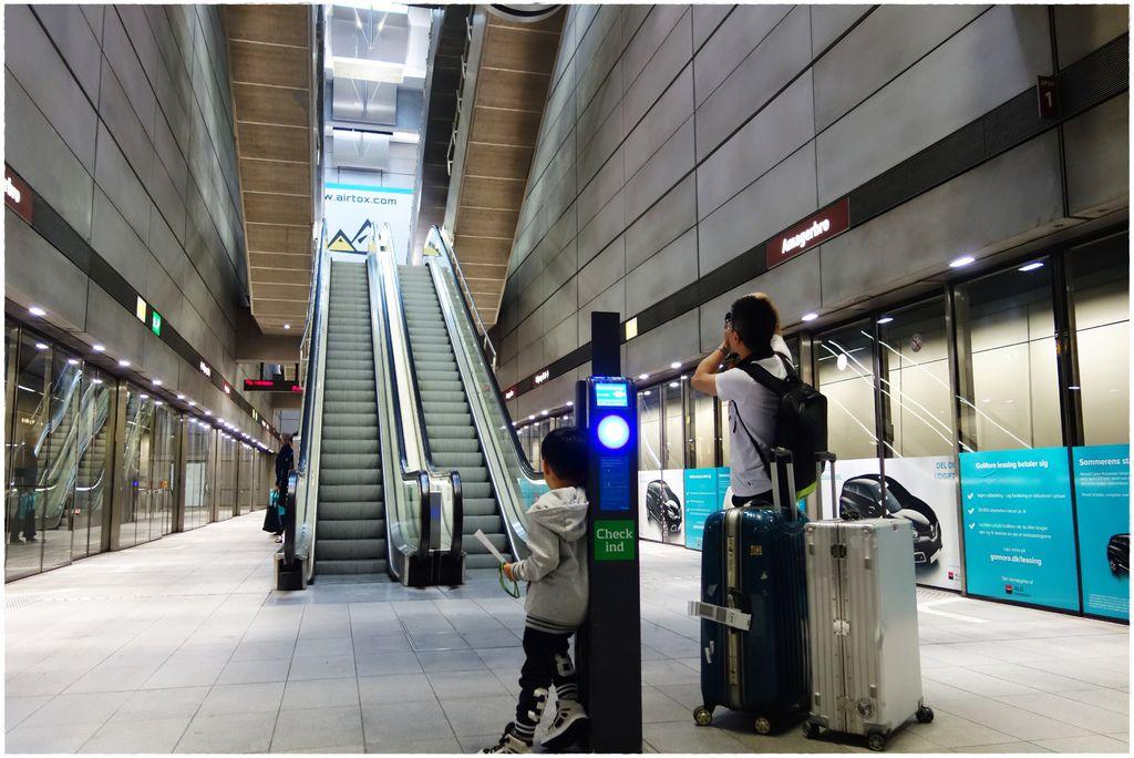 搭地鐵-6.JPG
