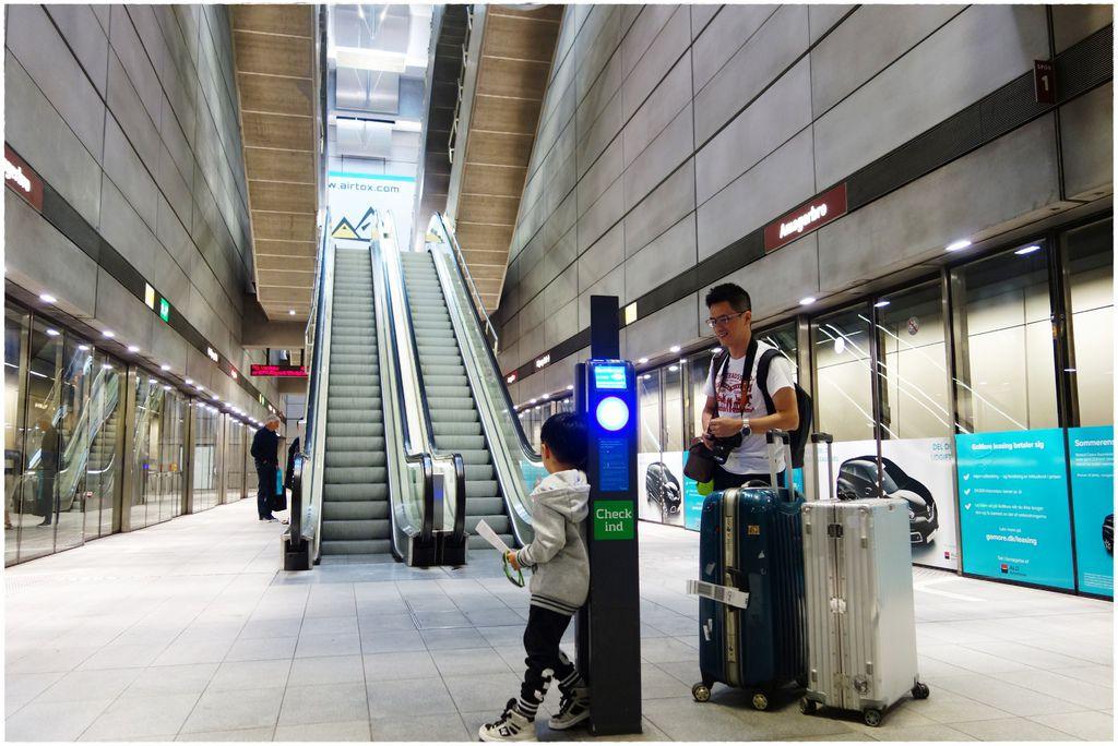 搭地鐵-7.JPG