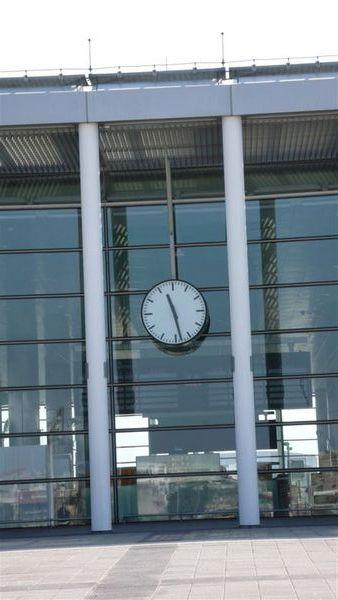 高鐵的招牌時鐘  -  桃園站