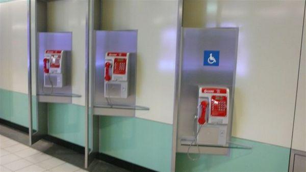 高鐵的公共電話都是台灣固網