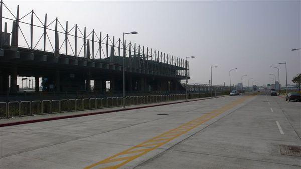 接駁的台鐵烏日站 還在施工