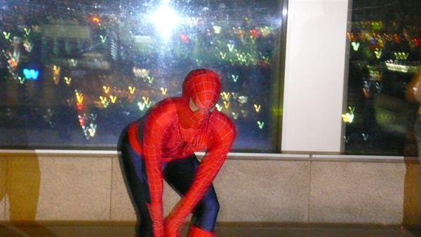 在京都車站 遇到蜘蛛人