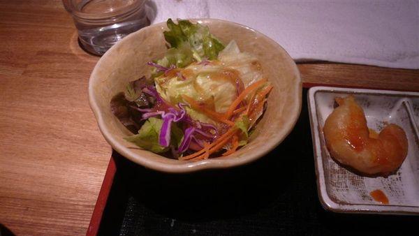 和風沙拉  在日本訓練的很會吃生菜