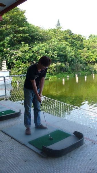 這可是第一次打高爾夫耶