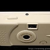 相機頂部 只有快門鍵跟底片計數器