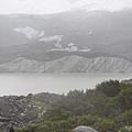 途中經過的冰河前端的湖