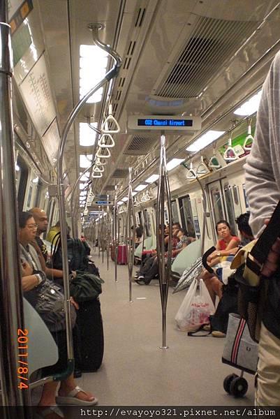 車廂跟台灣大不同