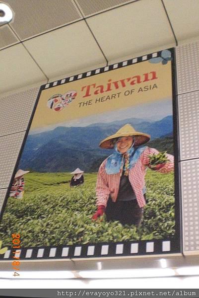 挖乎!!在多美歌站有台灣旅遊的廣告耶!!!
