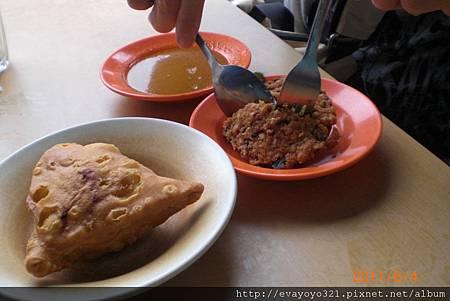 [左]咖哩堡[右]蔬菜餅